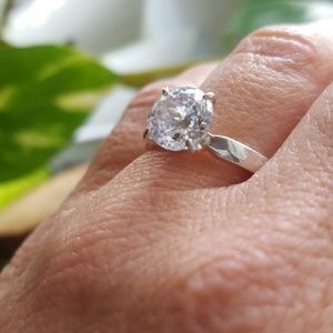 💎Sterling .925 LIND Promise Ring Quality Zircon💍